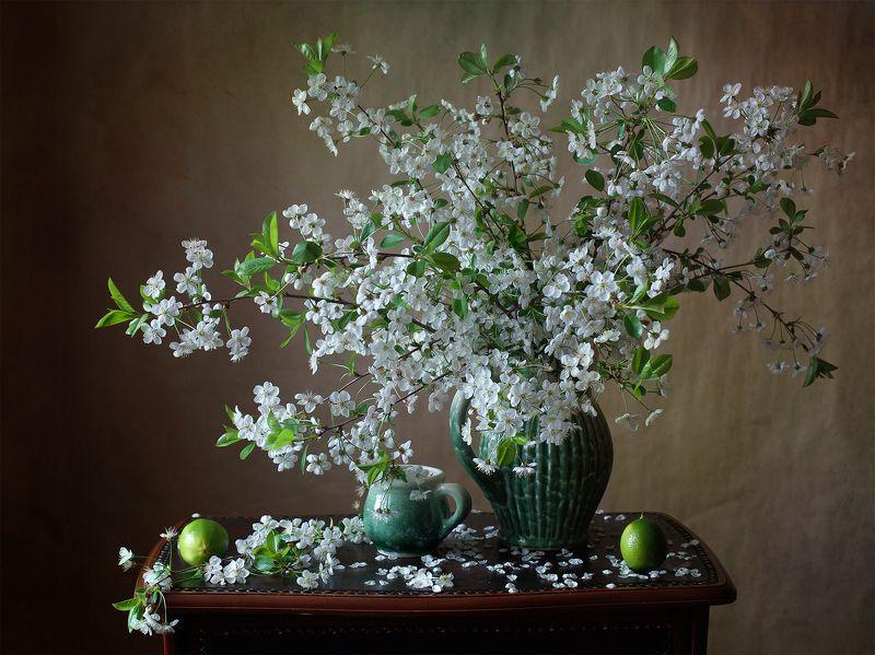 миламиронова, фотонатюрморт, весна, букет, цветы, вишня, лайм, лепестки, кружка, кувшин Вишня с лаймом...photo preview