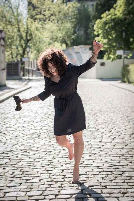 woman, portrait, city, prague, architecture, портрет, город. архитектура, прага, beautiful woman, street, Walk down the streetphoto preview