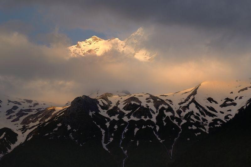 горы весна рассвет Рассвет в горах Осетииphoto preview