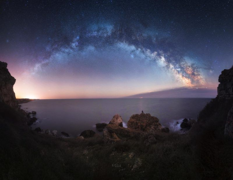 April moon rise panorama with Milky Way arcphoto preview