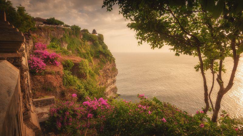 На скалах дивного островаphoto preview