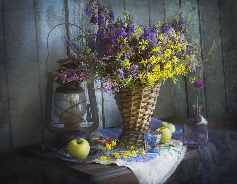 букет цветов, май, весна, полевые цветы, корзина, яблоки, натюрморт Полевой букет маяphoto preview