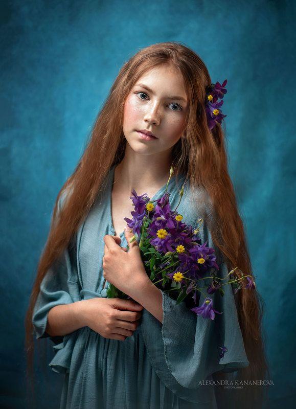 портрет, дети, цветы Девочка с цветамиphoto preview