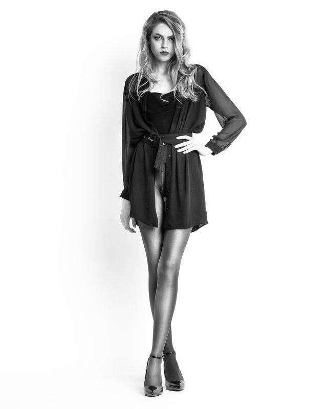 девушка,красивая,портрет,чб,колготки Девушкаphoto preview