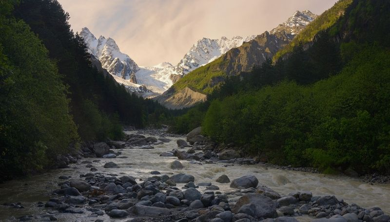 горы весна рассвет Рассвет в горахphoto preview
