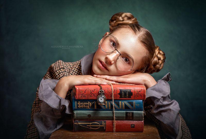 Девочка с книгамиphoto preview