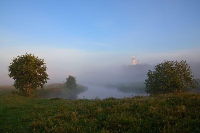 утро,туман,река,храм в утреннем туманеphoto preview