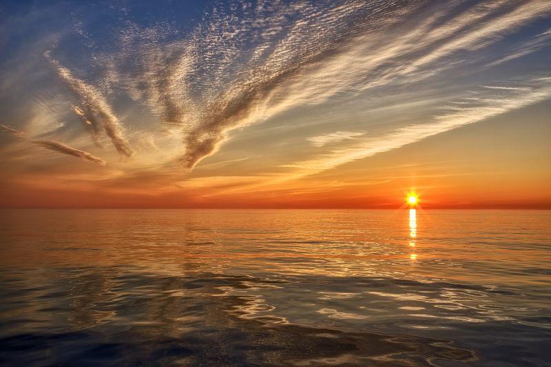 вечер, закат, отражение, охотское море узоры в небе и на водеphoto preview