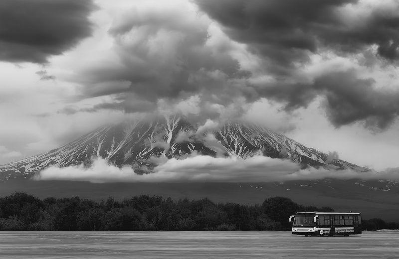 автобус, камчатка, лето, корякский вулкан, елизово автобус (B&W)photo preview