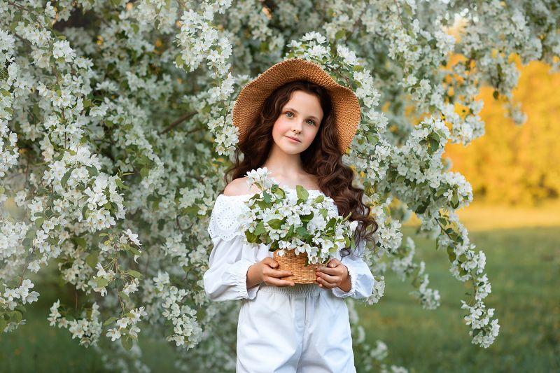 Когда яблони цветут...photo preview