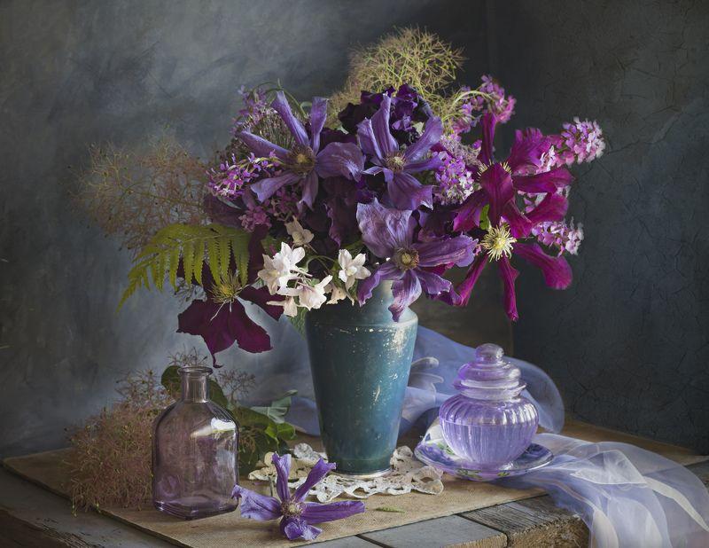 букет цветов, клематисы, натюрморт, ваза С клематисамиphoto preview