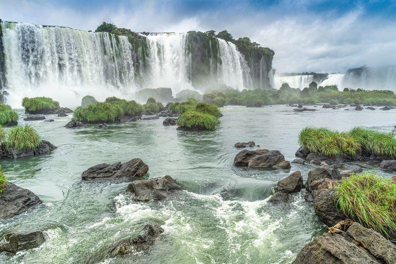 Водопад Игуасу в Бразилииphoto preview