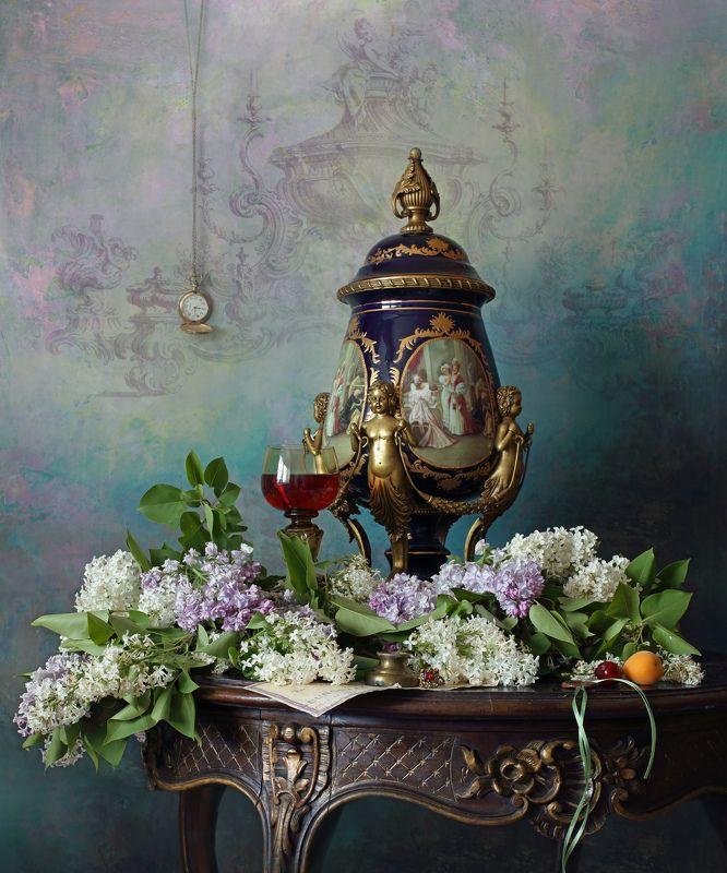 ваза, цветы, сирень, стол  Натюрморт с цветами и вазойphoto preview