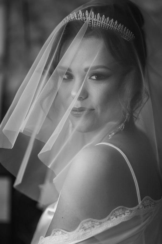 свадьба, свадебная фотосессия,  невеста, свадебное платье, счастье, любовь, портрет, фотосессия, bride, wedding, love, happy, dress, wedding dress, portrait, woman, женский портрет, свадебная фотография, wedding photography, bw, чёрно-белое фото, чб Невеста Викторияphoto preview