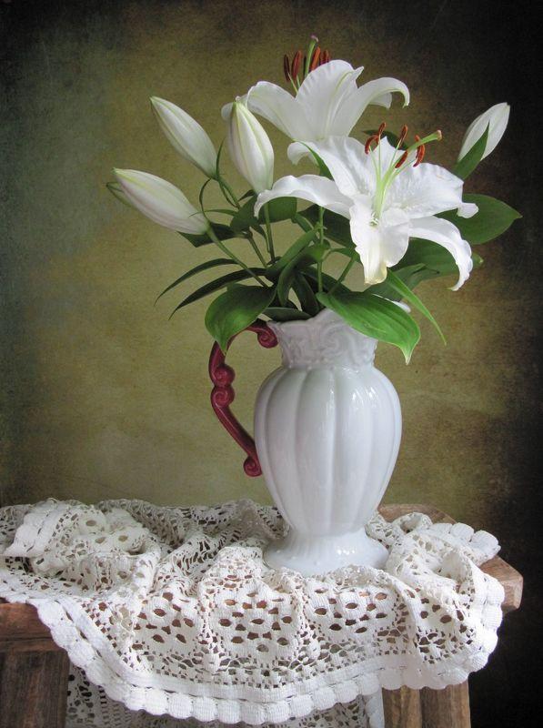 цветы, букет, лилии, кувшин, салфетка Белая лилияphoto preview