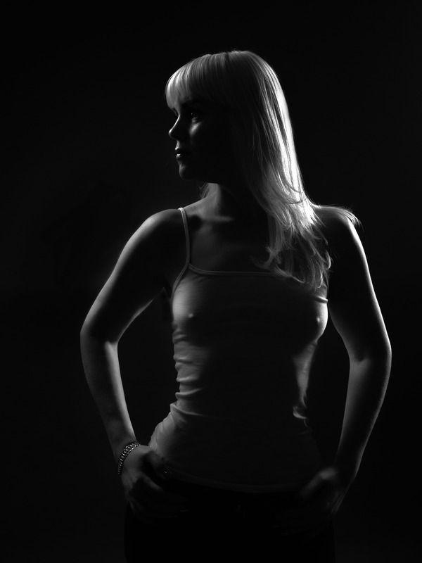 чернобелый женский портрет силуэтphoto preview