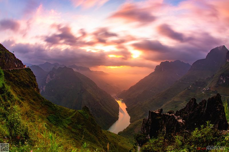 quanphoto, landscapes, morning, sunrise, dawn, valley, mountains, river, canyon, purple, sunlight, vietnam Mountains Dawnphoto preview