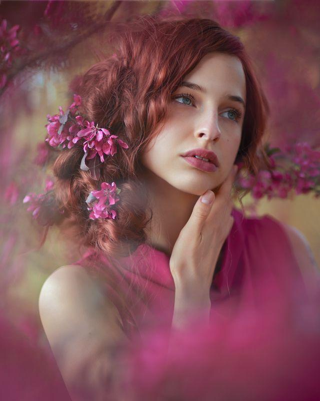 яблоня, маджента, рыжеволосая photo preview
