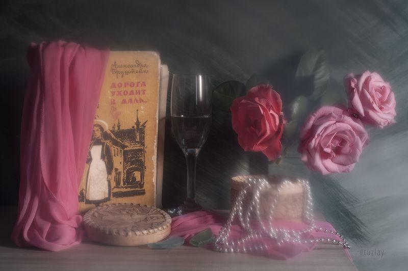 розы, книги Сумбур туманный, но зато с розами)photo preview