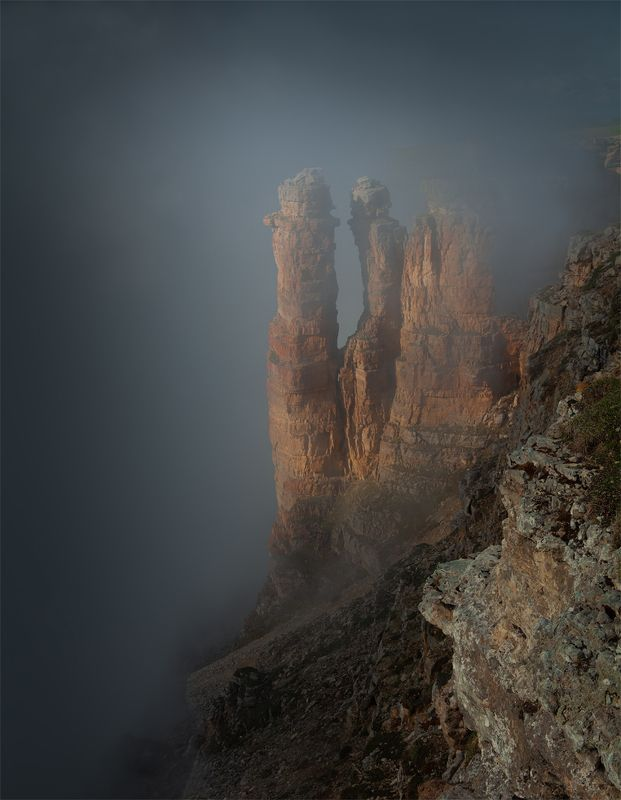 природа, пейзаж, горы, кавказ, бермамыт, туман, скалы Два Монаха - призраки Бермамытаphoto preview