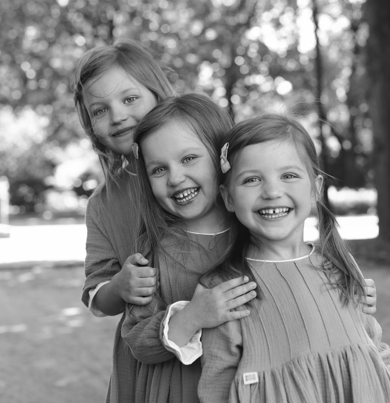Sistersphoto preview
