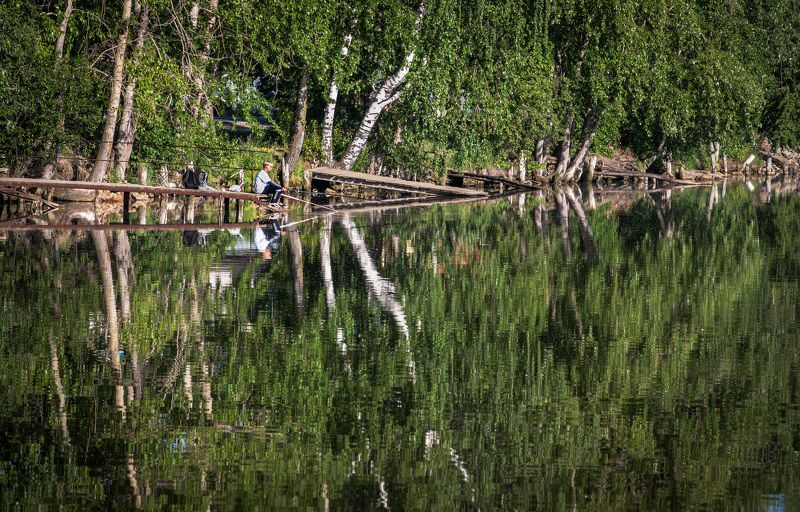 Молодой рыбакphoto preview