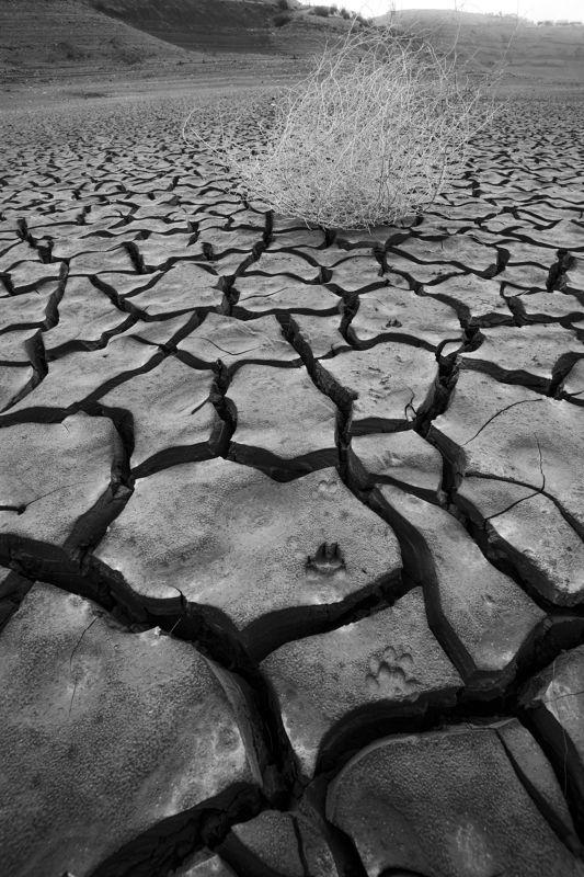 ирганайское водохранилище, дагестан. Следы времени.photo preview
