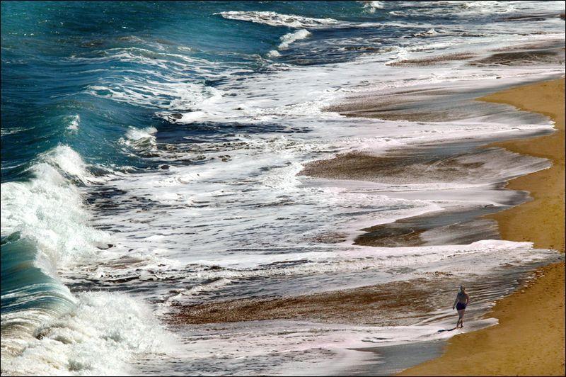 перспектива у воды Бегущая по волнамphoto preview