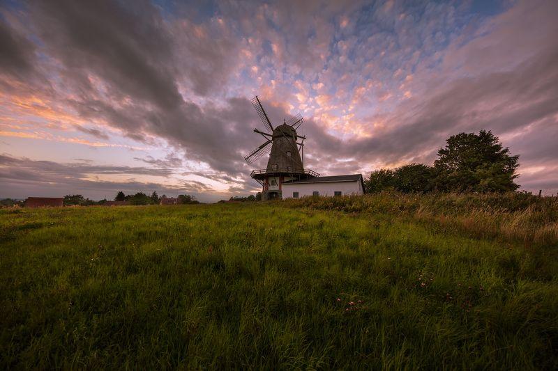 дания, деревня, мельница, вечер, закат, облака, Вечер у старой мельницы в датской деревне Бого-Бю.photo preview