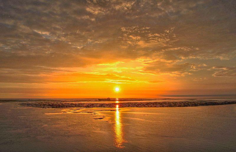 Красное золото восходаphoto preview