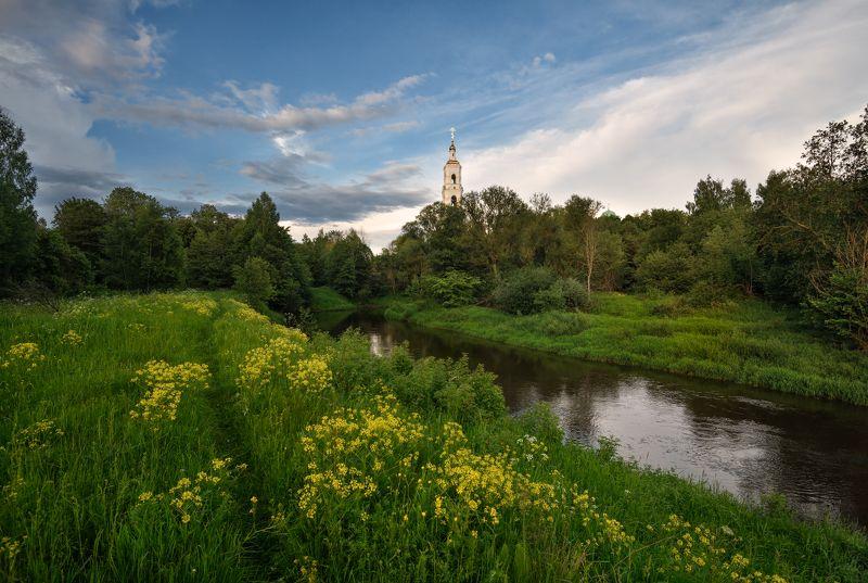 вечер,река,тропинка,цветы,храм,небо,облака,отражение по вечерней тропинкеphoto preview