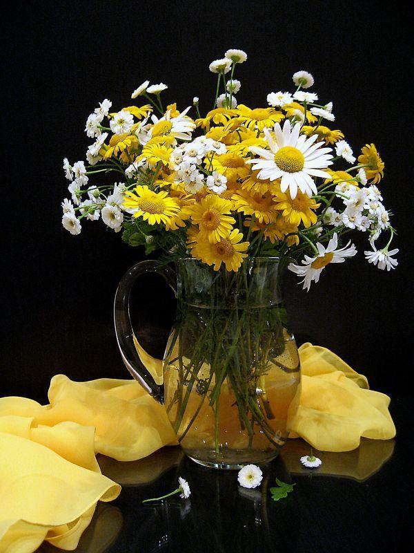 цветы, букет, ромашки, хризантемы, кувшин, стекло, шарф Желтый шарфикphoto preview