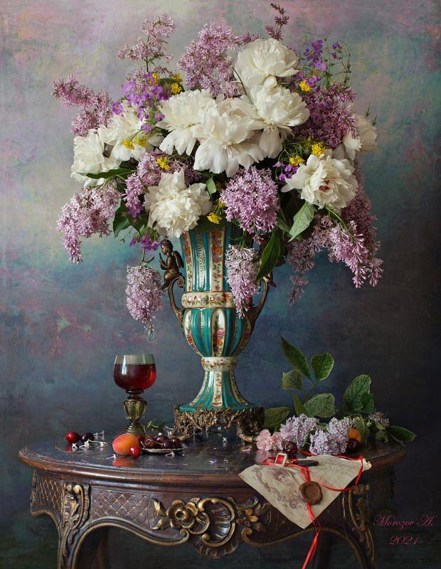 пионы, цветы, сирень, ваза, скульптура  Натюрморт с пионами и сиреньюphoto preview