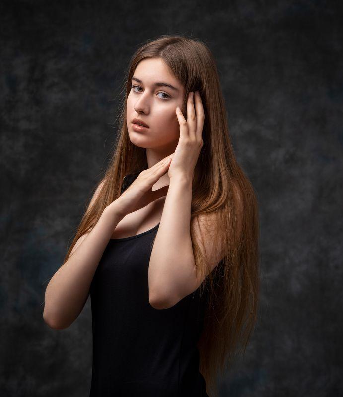 студийный портрет, красивая девушка, женский портрет, концептуальное Амираphoto preview