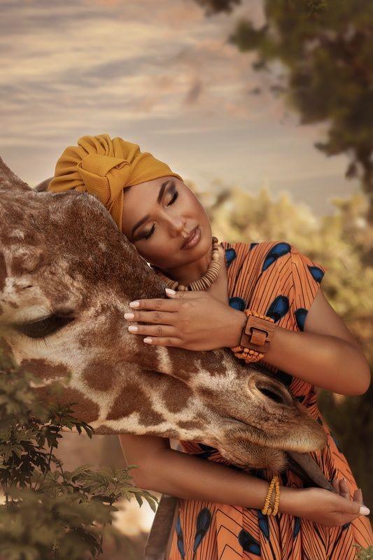 африка жираф девушка животные Африканкаphoto preview