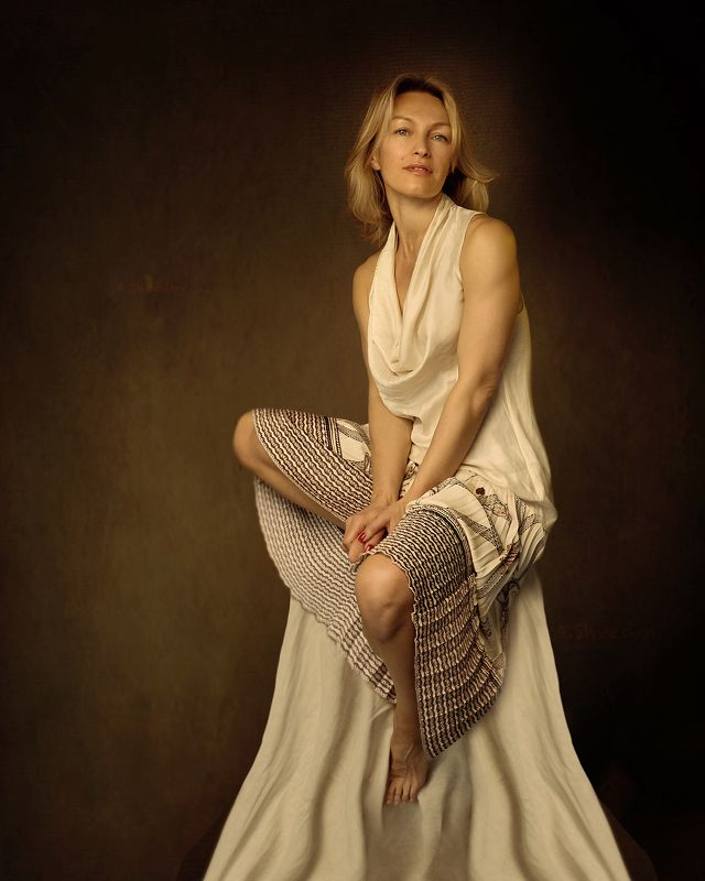 female portrait, middle-aged woman. beautiful woman, photo portrait, in white clothes, grace, attractive woman, filmed on fujifilm Tatyana фото превью