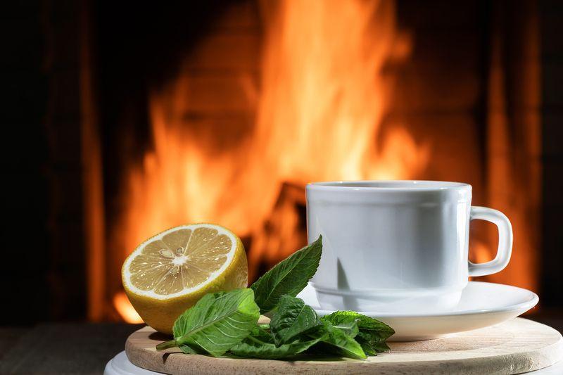 Чай с мятой у каминаphoto preview