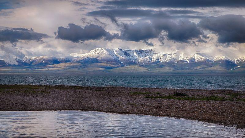 кыргызстан, горы, сон-куль, рассвет Между небом и водойphoto preview