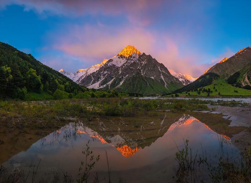 северный кавказ, горы, гора, вершина, путешествие, туризм, хребет, тихтенген, кабардино-балкарский высокогорный заповедник, рассвет, лето, розовый, рассветное, отражение, озеро, облака, Пирамида Кавказаphoto preview