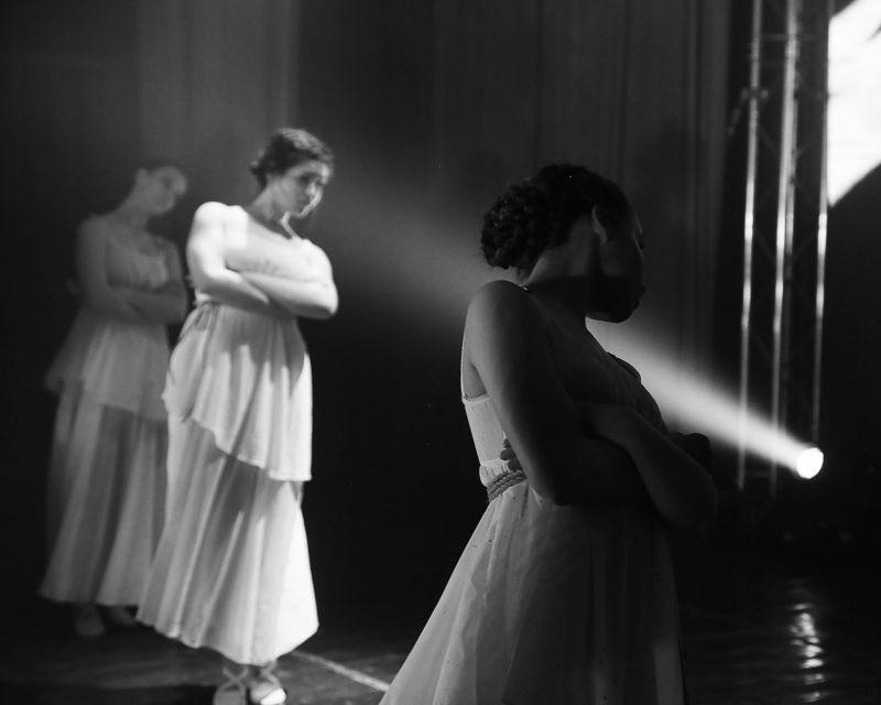 девушка, танцы, чб ---photo preview