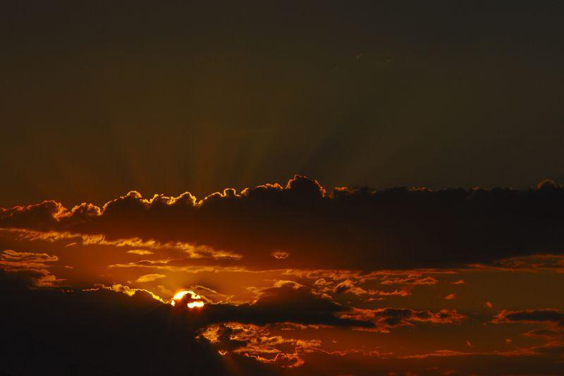 пейзаж, пейзаж с небом, небесный пейзаж, небо, лучи солнца, облака, закат Окончание дняphoto preview