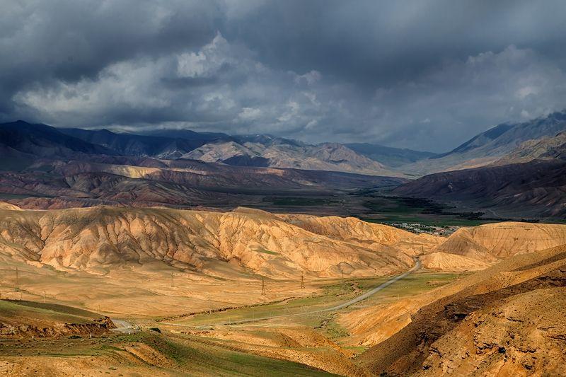 кыргызстан, горы В сизой дымкеphoto preview