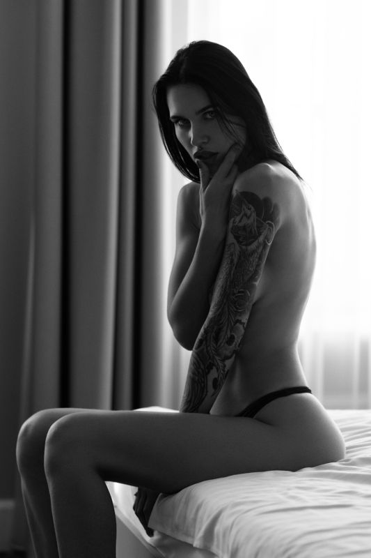 portrait, people, look, style, bw, monochrome, black and white, tattoo, brunette Vestinaphoto preview