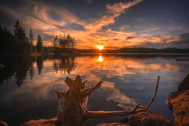 landscape nature scenery spring lake reflection sunset evening sun sunrays mountain bulgaria весна горы озеро Greetings to the sunset / Привет закатуphoto preview