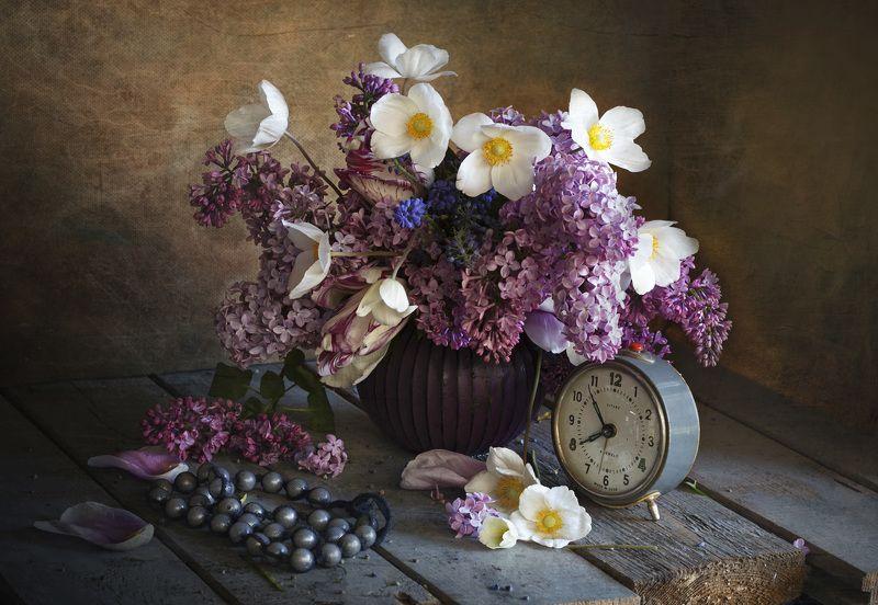 натюрморт, весна, сирень, анемоны, будильник Весенняя пораphoto preview