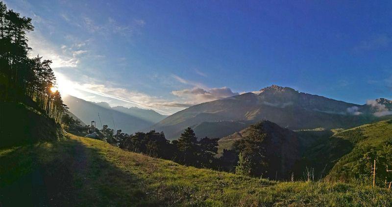 Кавказ, Ингушетия, Столовая гора, Мят-Лоам Заря на Столовой гореphoto preview
