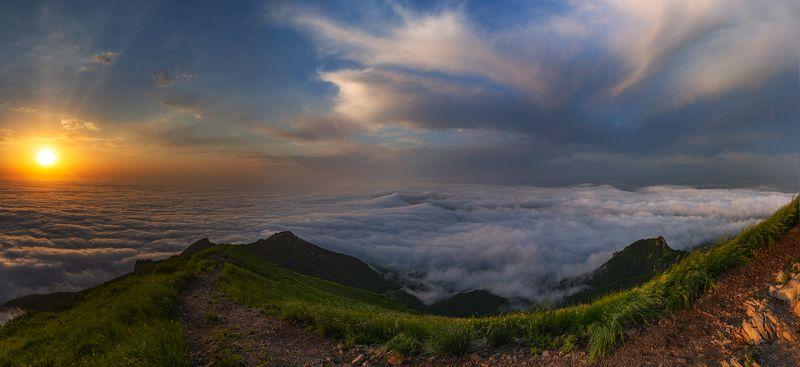 бештау,рассвет, облака,солнце,панорама,природа,пейзаж Дорога в облакаphoto preview