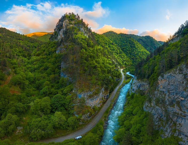 горы, гора, в горах, облака, северный кавказ, вершины, облака, скалы, река, горная река, скалистое, ущелье, дорога, путешествие, туризм, исследование, закат, машина, лес, лесное, Новый мирphoto preview