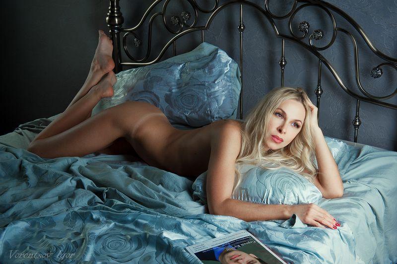 ню, девушка, грудь, обнажённая, красивая, голая, кровать, журнал photo preview