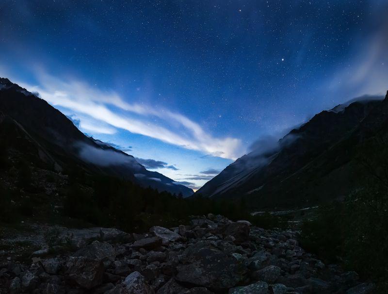 Северный Кавказ, горы, гора, вершина, путешествие, туризм, хребет, Безенгийская стена, Кабардино-Балкарский высокогорный заповедник, лето, Безенги, ночь, звёзды, звёздное, ночное, река, речное, Млечный Путь,  Звёздная ночь в горахphoto preview